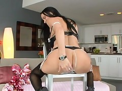 Sexy hottie can't live without getting her anal and fur pie screwed